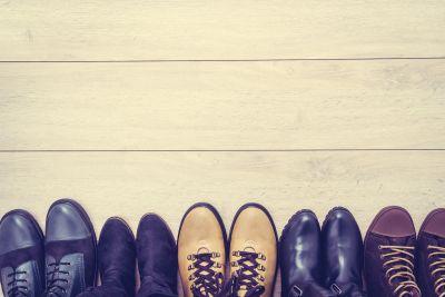 Schuhe im Hausflur